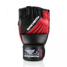 "Rękawice MMA Bad Boy ""Training Series"" - Black/Red"